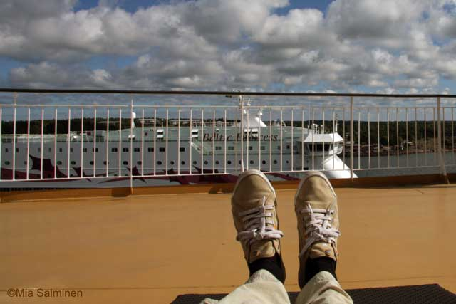 feet and a cruise ship